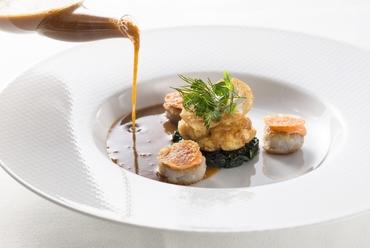 『スープ・ド・ポワッソン  ロアラブッシュスタイル 白子のフランとムニエル、蓮根のガレットとともに』