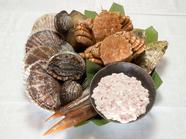 全国津々浦々から取り寄せている「本日仕入れの食材(新鮮魚介)」