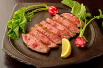 仙台牛網焼きステーキ 岩塩と山葵を添えて