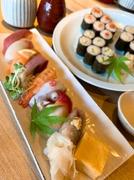 鮪・北寄貝・鰯・蛸など季節のにぎり8貫・+巻きものが食べ放題・ミニサラダ・お吸い物付きのセットです。