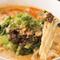 ほどよい辛みと濃厚なスープが特徴的な『白金亭特製タンタン麺』
