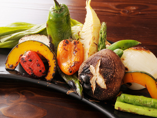 土佐和牛、南国市の卵、御畳瀬漁港の魚、その他県内の野菜や鶏!
