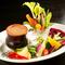 旬の野菜が季節感を感じさせてくれる『産直野菜のバーニャカウダ』