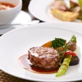やわらかく上品な旨みが口に広がる『牛フィレ肉のステーキ』