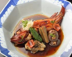 鮮度にこだわり、天然物の魚介を厳選『旬魚の煮付』