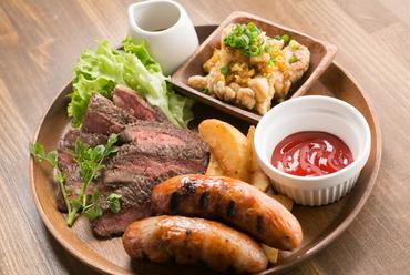 あらゆる肉の美味しさがガツンと伝わる、1番人気の『おらいの肉盛り』