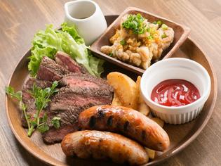 美味しく召し上がれ。食べごたえたっぷりの『おらいの肉盛り』