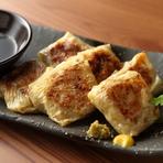 阿波尾鶏の色々な部位をミンチにし、野菜と共に湯葉で巻きカリッと焼いた逸品。ポン酢や柚子コショウでさっぱりといただきます。