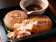 島が誇るブランド特産品「淡路島玉ねぎ」を丸ごと1個堪能する『玉ねぎステーキ』
