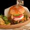 これぞ大人のハンバーガー! 赤身肉が旨い『チーズバーガー』