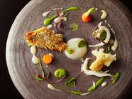 カリッと仕上げた魚と美味野菜のハーモニー『甘鯛のうろこ焼き(クリスティアン)』