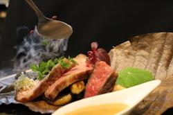 食材の質、圧倒的な華やかさ、ボリューム、全てにご満足いただけるフルコースです。