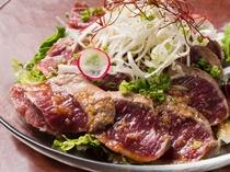お肉としての弾力と濃厚な旨味が特徴のマトンを使った『羊のカルパッチョ』