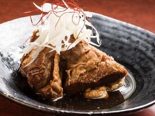 豚バラ肉をトロトロになるまで煮込んだ『豚の角煮』