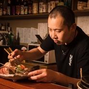 【ネムロヤ】に来れば美味しい料理が食べられる、と思ってもらえるお店でありたいと願っています。メニューになくても材料が揃えば、その場でリクエストに応えることも。今なお、毎日が勉強です。