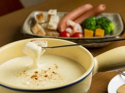 120分飲み放題!!チーズフォンデュを食べつつお酒も沢山飲める贅沢なひとときをお楽しみ下さい。