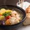 <目玉の一品>厚切りベーコンと水牛モッツァレラチーズのトマトパスタ