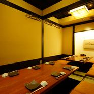 テーブル席の個室と掘りごたつ席の個室が用意されています。個室は6名~25名様まで利用可能。こだわりの料理と一緒に、周囲を気にせずリラックスした時間を。