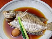湯浅の醤油と水のみで炊き上げ。煮魚