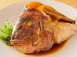 酒とともに頼みたくなる『鯛のかぶと煮』