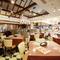 天井が高く、広々とした開放的なビュッフェレストラン