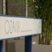 潔さが看板にも表現される【OZAWA】の文字