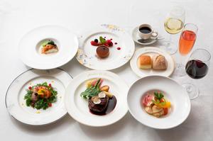フワフワのメレンゲと小海老のプリプリ食感を楽しめる『モンサンミッシェルのオムレツと小海老のリゾット』