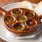 ガールック風味食欲をそそる、バケット付きがうれしい『ムール貝のオーブン焼き』
