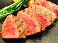 特製ステーキソースと岩塩で頂く『阿蘇あか牛のステーキ』