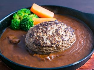 自家製ソースで頂く『あか牛と肥後あそび豚の手ごねハンバーグ』