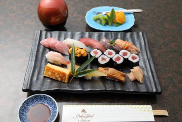 素材の潜在能力をいかんなく発揮した『にぎり寿司 雪』(お吸物、水菓子付き)
