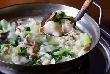 鶏ガラスープで炊く水炊き風の『もつ鍋』(1人前)