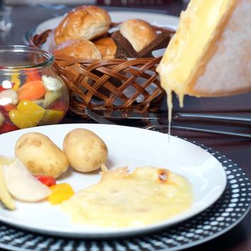 【ランチ 2号店で営業】ラクレットとチーズフォンデュのセット