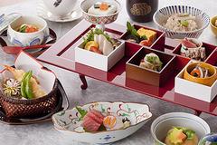 """小さな器に可愛らしく盛られたお料理の数々 """"色々な美味しさを少しずつ味わえる""""と人気の「翠」"""
