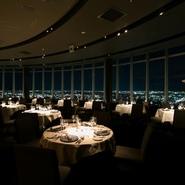 岐阜シティタワー43の最上階に位置するforty threeは岐阜一番の高階層レストランです。 周りに遮る建物はなく、素晴らしい夜景と共に フランス料理をお愉しみ頂けます。