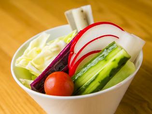串揚げで出す6種類のソースで食べる『野菜盛り』