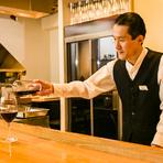 店にはワインリストの用意がなく、商品説明もしません。理由は、そのお客様の口に合うかどうかを大切にしているからです。どんな味が良いのか聞き、それに合った美味しいワインを飲んでいただきたいと考えています。