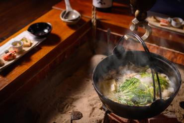 美味しさを追求した『鍋のコース 新得地鶏の水炊き(要予約)』