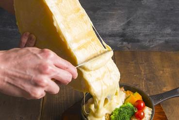 その場でかけれる!? ラクレットチーズ