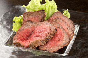 厚切りで食べ応えのある『ローストビーフ』