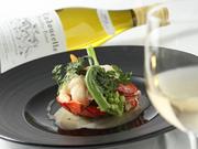 オマールはシンプルにロースト。甘口の白ワインとバニラを煮詰めた、バニラの風味豊かなソースが決め手の【南部亭】スペシャリテ。