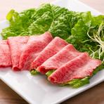 上質な和牛ロースを、注文を受けてから手切りしています。丁寧な手仕事が肉の美味しさを更に行き出した絶品メニュー。