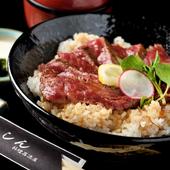 自家製のタレが、地元特産牛肉の旨さを引き立てる『松阪牛ステーキ丼』