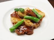 芳醇な旨味のある豚肉と上質な酸味が絡み合う『鎮江黒酢酢豚』