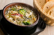 プリプリとした牡蠣の旨みとニンニクの香りが味わえる『牡蠣のアヒージョ』