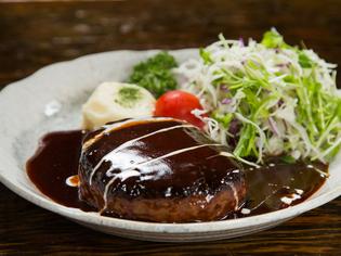 お肉好きにはたまらない風味豊かで美味しい『牛肉ハンバーグ』