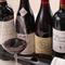 フランス産を中心に、豊富な品揃えのワインがスタンバイ