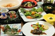 ・前菜 ・お椀 ・刺身 ・エゾアワビのステーキ ・揚げ物 ・旬菜 ・ペロンタン汁 ・食事 ・デザート   ※お客様のご希望・ご要望を承ります お気軽にお問合せ下さい