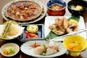 ・先付け ・刺身 ・ペロンタン汁 ・白いトウモロコシと旬の天ぷら ・毛ガニ ・鮭のチャンチャン焼き ・イクラ丼 ・デザート