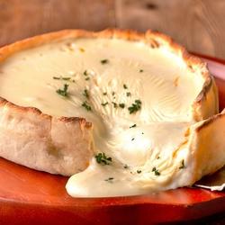 「ラクレットチーズフォンデュ」をはじめ、とろ~りチーズのアヒージョなどチーズづくしの人気No.1プラン